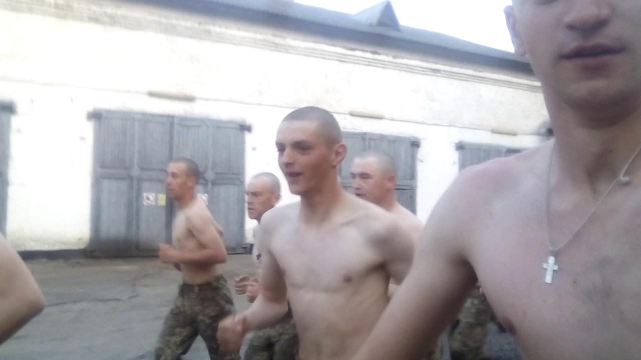 смотреть фото армейские на зарядке в ссср фото изображён брюссельский