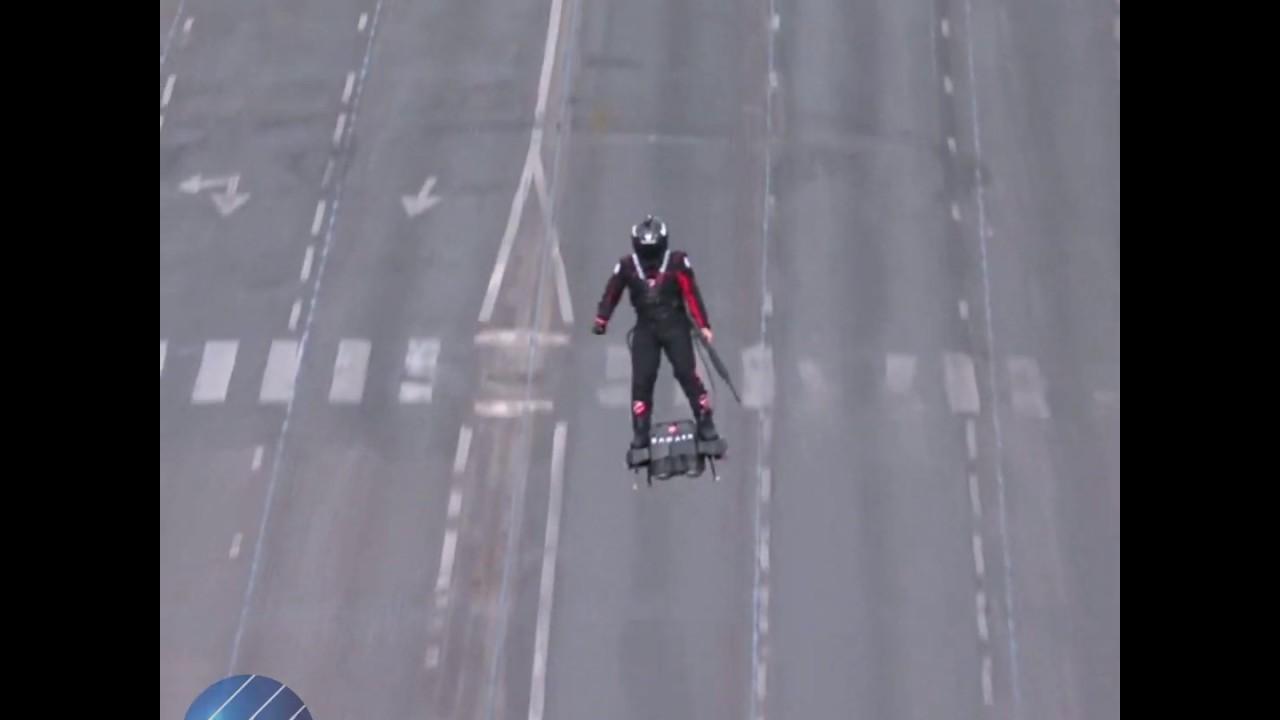 قناة الغد:شاهد.. الجندي الطائر يحلق في سماء باريس