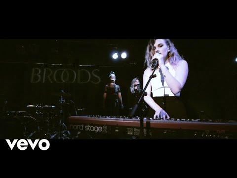 Broods - Four Walls (Live With Lyrics)