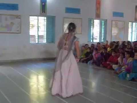 Rajasthani girl's Cutest Dance with Banna...