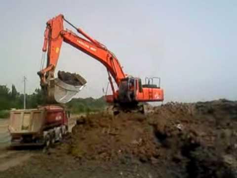 Escavatore hitachi 460 che carica un youtube - Foto di grandi camion ...