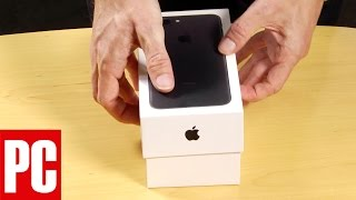Unboxing the iPhone 7