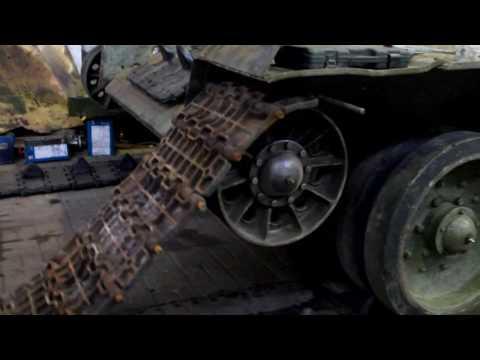 Танк Т34-85. Установка гусеничного полотна
