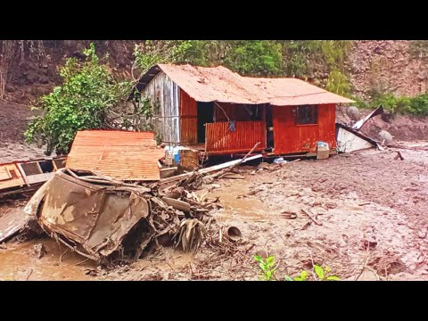Changchan village DISAPPEARED under a Severe Landslide in Chunchi, Ecuador / Natural Disasters