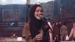 Roman Picisan -  Mitty zasia Live Cover Tugu Yogyakarta ( Dewa 19 )