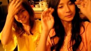 ほんと、仲が良いですね~先日のC-C-B名古屋ライブでのオフ動画です。前...