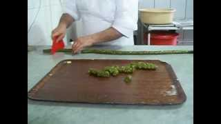 How To Make ( Maamoul ) Lebanese Easter Sweet ( 1 / 4 ) ( 3d )
