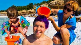 Бьянка, Адриан и Маша Капуки играют на пляже в Салон красоты - Привет, Бьянка!