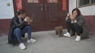 妯娌俩做晚饭,发现婆婆悄悄藏的美味,俩人一合计一人一碗分着吃