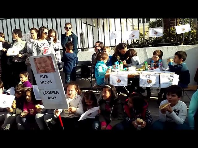 Protesta en colegio de Carril
