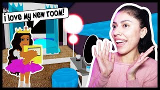 DECORATING MY DORM ROOM! DORM ROOM TOUR! - Roblox - Royal High School