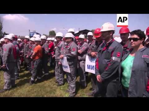 Steel workers in eastern Ukraine demand political resolution for fear of damage to industry