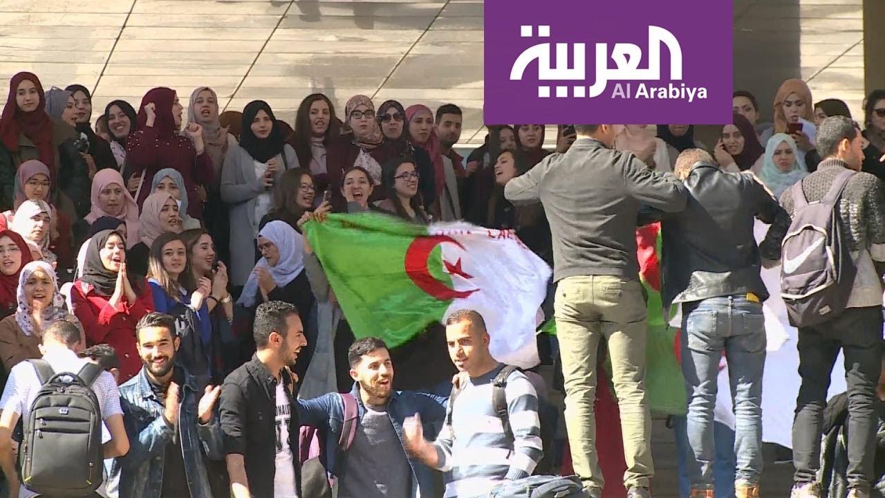 الطلاب يتظاهرون تحديا لقرار السلطات الجزائرية تقديم إجازات الربيع