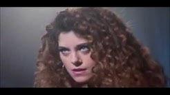 Olivia's 80's Fantasy- Disjointed