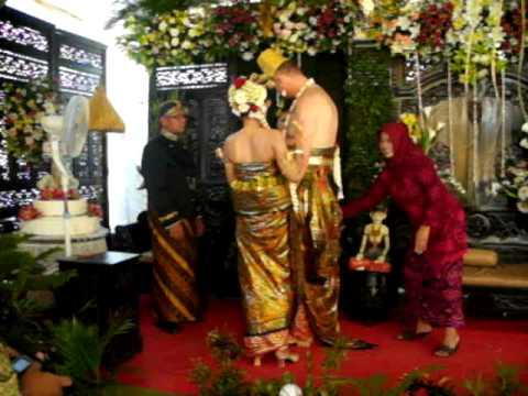 Javanese Wedding Blessing Sungkeman Indo Swedish Part 9