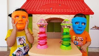 Van and Nam Prevent Play with Gumball Machine, Funny Video for Kids, BaBiBum