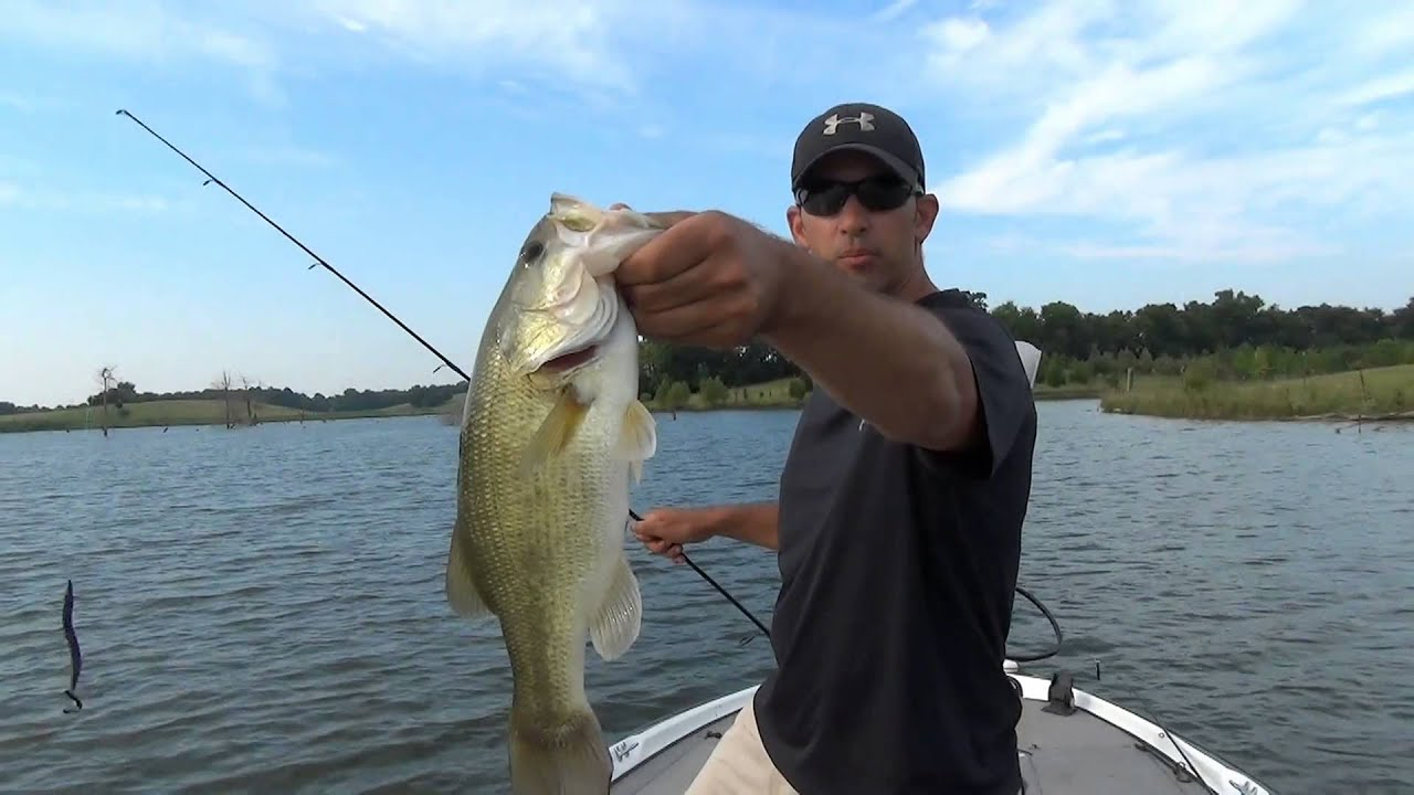Big worms for summer largemouth bass fishing youtube for Youtube bass fishing