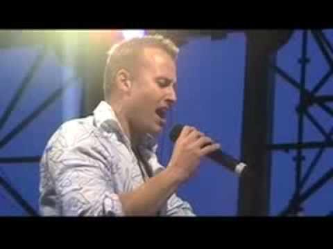 "Brendan Moar singing ""Jerusalem"" at Coogee Carols 2008"