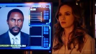 Ральф Дибни пытается превратиться в начальника мета-тюрьмы Григория Вулфа. Флэш 4 сезон