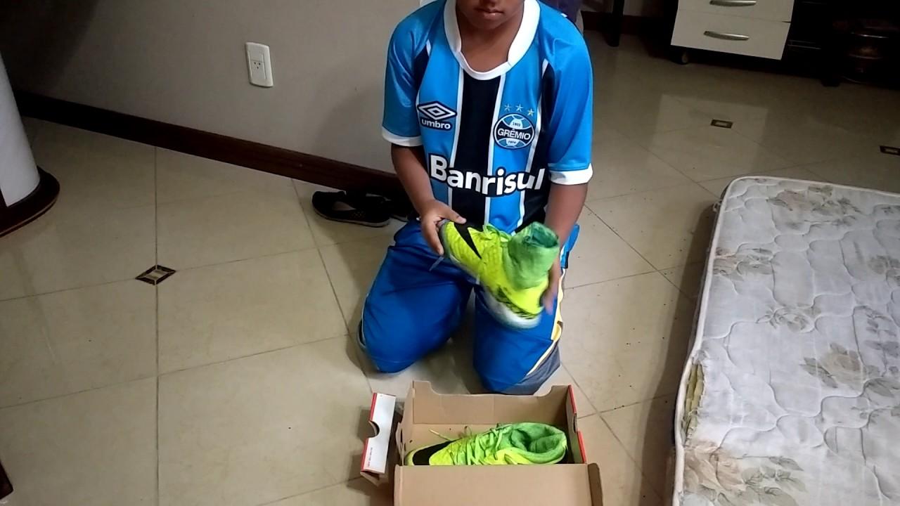 Chuteira Nike botinha - YouTube 5c77805e5ebf0