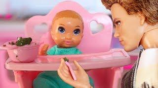 ПЕРВОЕ СЛОВО САШИ / Играем в куклы МАМА Барби