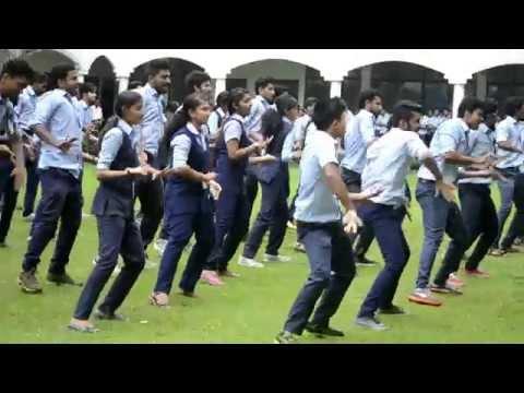 Aadu || Kodikayarana Pooramai || Mega Group Dance Performance