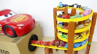 Pixar Disney Cars Spiral Tower Lane Drive into Takilong's Hole Lightning Mcqueen Toy