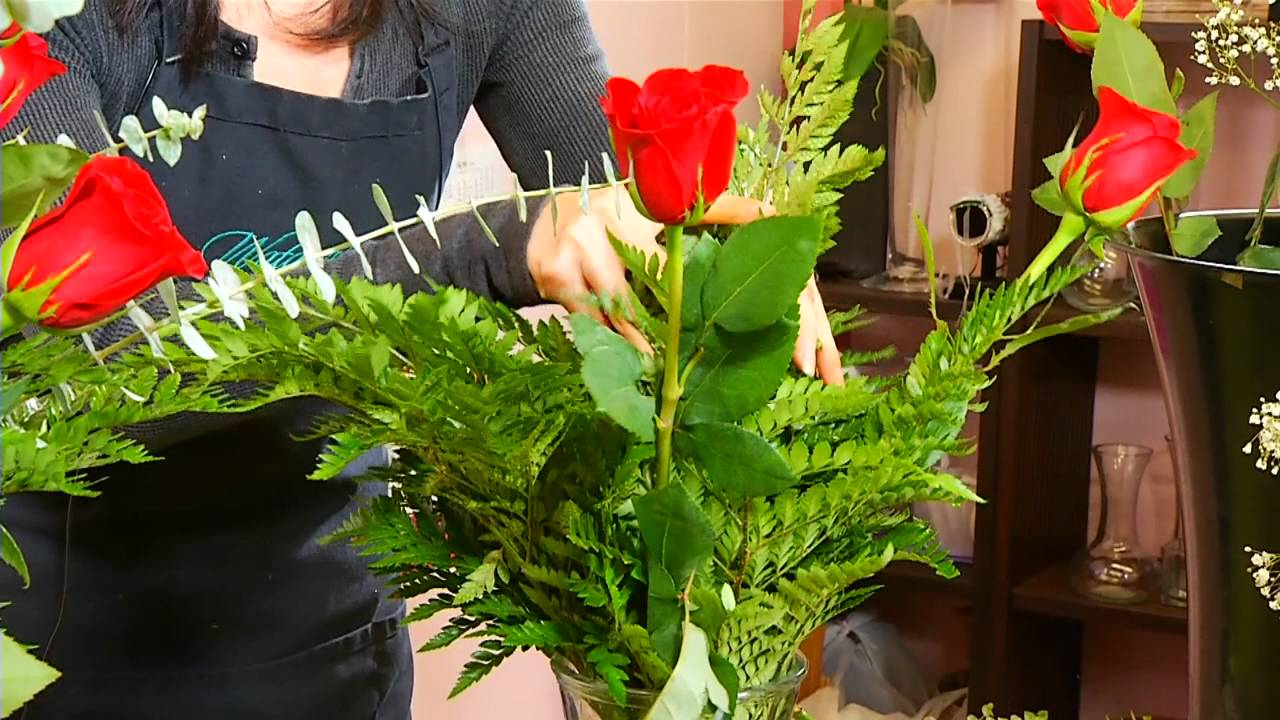 How to make a rose arrangement watanabe floral honolulu hawaii how to make a rose arrangement watanabe floral honolulu hawaii florist flower shop izmirmasajfo