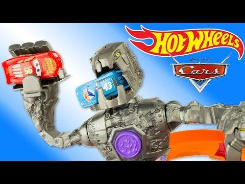 Hot Wheels Nitrobot Attack Track Set Robot Cars Lightning McQueen Toy Review