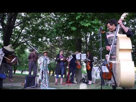Mocky - Soulful Beat (Live in Toronto @ Trinity Bellwoods Park May 21 2015)