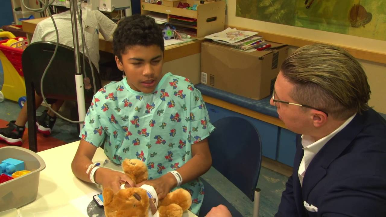 AMERICAN FOOTBALL PLAYER JOE KOWALEWSKI TEAMS UP WITH BEAR GIVERS TO VISIT KIDS AT THE CHILDRENS HOS