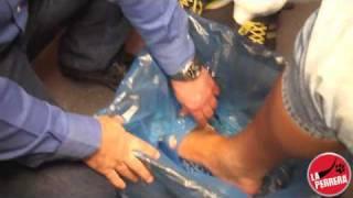 Ali se limpia los pies y Eric enseña el lado porno en la seccion de Perrotech en La Perrera