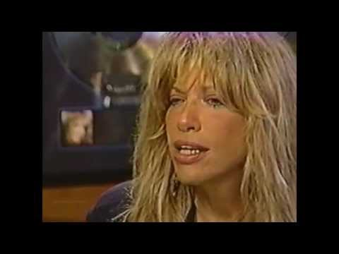 "Carly Simon ""I wouldn't kick myself out of bed"""