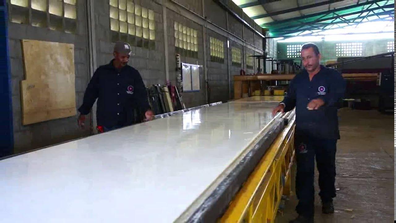 Panel de fibra de vidrio y n cleo de poliuretano youtube for Paneles de fibra de vidrio