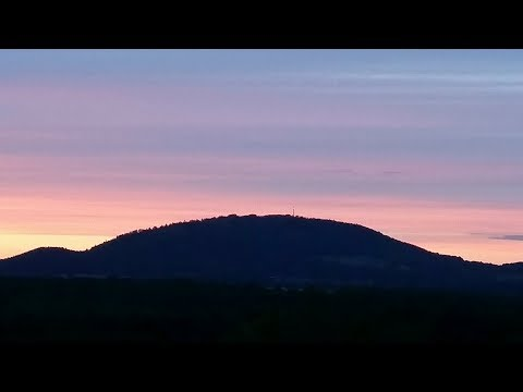 UK SUNSET - LIVE English - 19th April 2018 - Live Chat - Practise your listening skills 8-)