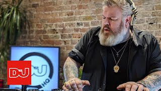Kristian nairn aka hodor from game of thrones takes over our hq to play a progressive trance dj set.watch nairns bangers or trash below.https://www....