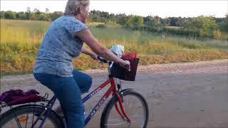 Мамина первая поездка на велосипеде!)))