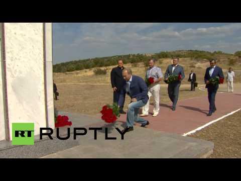 Russia: Putin meets Berlusconi at Crimean War memorial