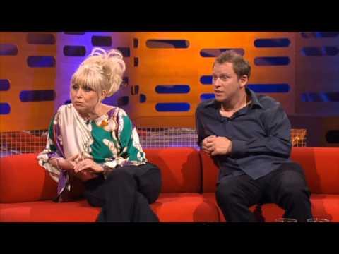 Graham Norton Show 2007-S1xE8 Barbara Windsor, Robert Webb-part 1