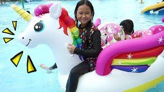 Berenang + Naik pelampung kuda poni 💖 Kids Baby Playing at the Waterboom 💖 Mainan Anak Let's Play