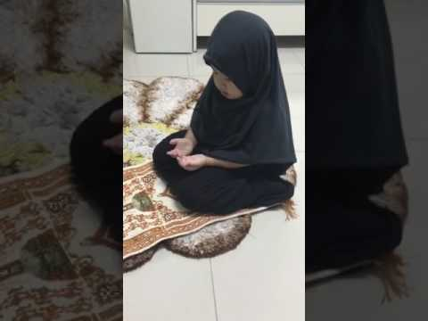 Anak kecil Berdo'a, Little girl praying