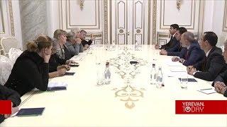 Ասֆալտապատումը չհամեմատե՛ք զոհվածի մոր խնդրի հետ. Մարգարիտա Խաչատրյանը՝ վարչապետին