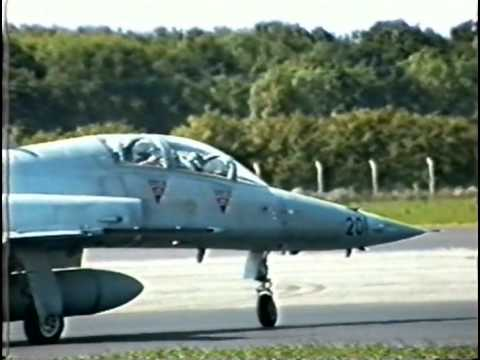 Woodford 1995 Arrivals & displays copyright jetnoiseforever.