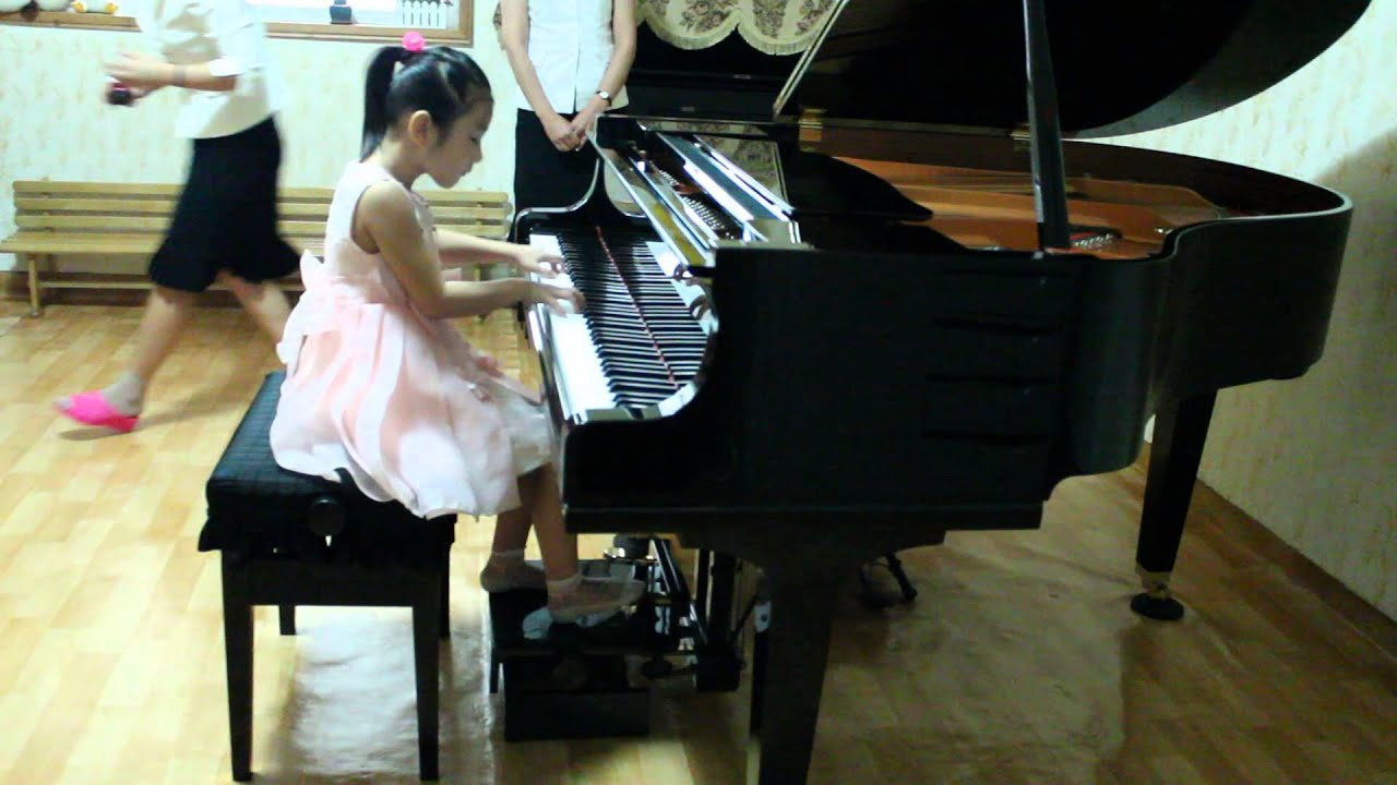 6 years old girl playing her 2nd concert (piano)👏 - YouTube