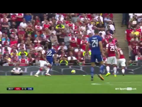 "Willian gets yellow for ""diving"" after clear contact with Bellerin ▶ ARSENAL VS CHELSEA 1-1(4-1)"