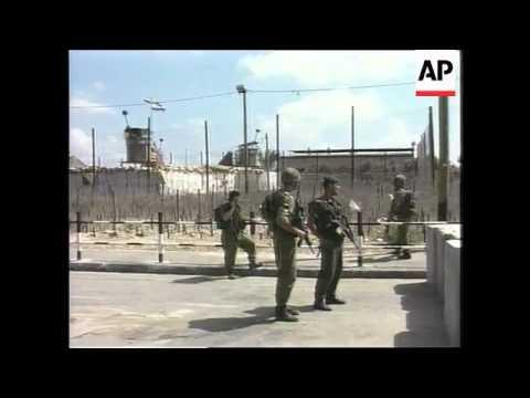 Gaza - Woman stabs Palestinian soldier