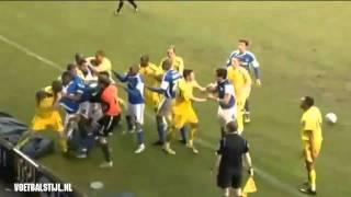 Spelers met elkaar op de vuist na doodschop