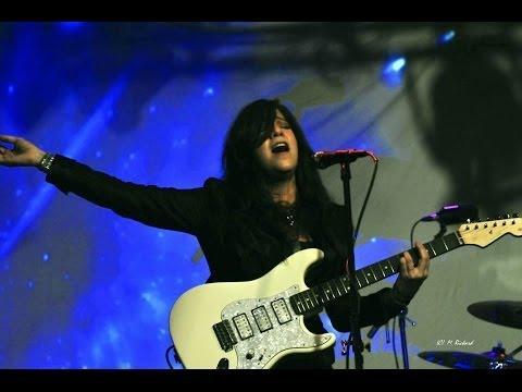 Liz Larin 'Hurricane' Live in Concert
