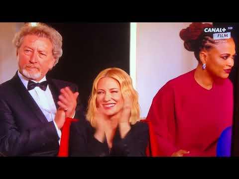Paweł Pawlikowski odbiera nagrodę za reżyserię na Festiwalu Filmowym w Cannes