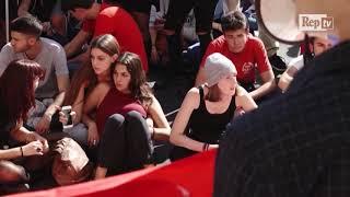 Roma, striscioni e fumogeni contro l'alternanza scuola-lavoro